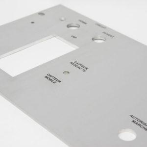 Face avant aluminium usiné sérigraphié - Serilec